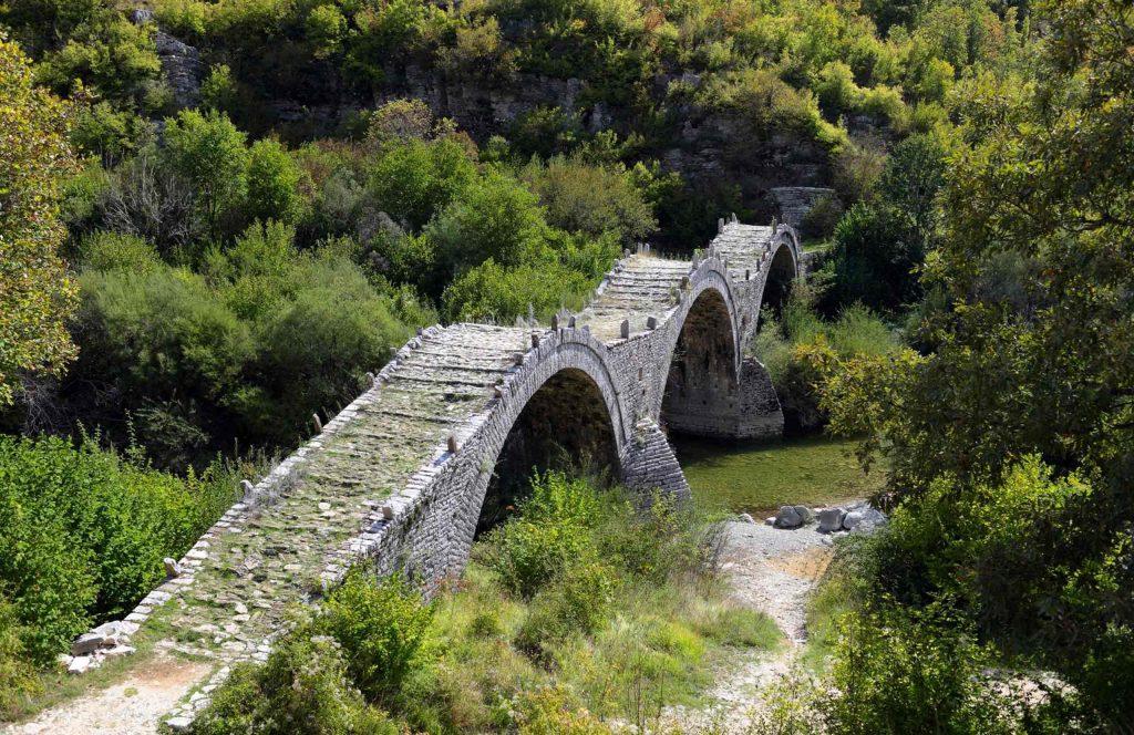 Epirus. Zagori. Kalogeriko bridge on Voidomatis river.